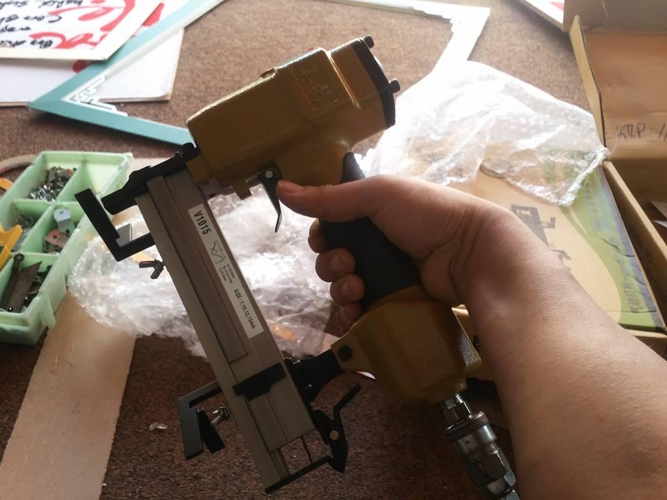 súng bắn đinh V1015